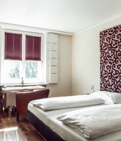 Gästezimmer im Hotel Weitzer Graz mit LEHA-Plissee