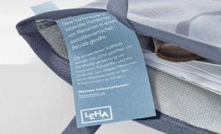 Innenlabel mit Infos zur sozialökologischen Herstellung der Taschen.