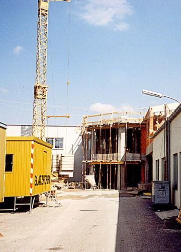 1992: Bau