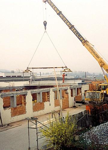 1993: Bau